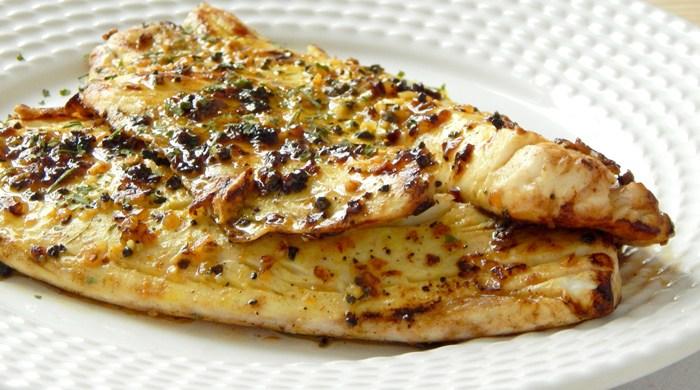 Filé de peixe grelhado na manteiga