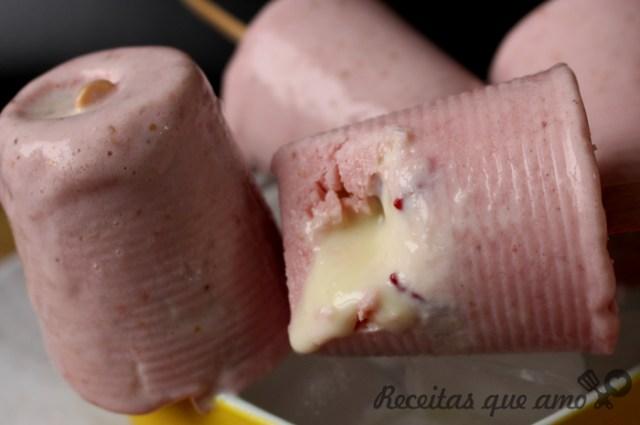Picolé de morango recheado
