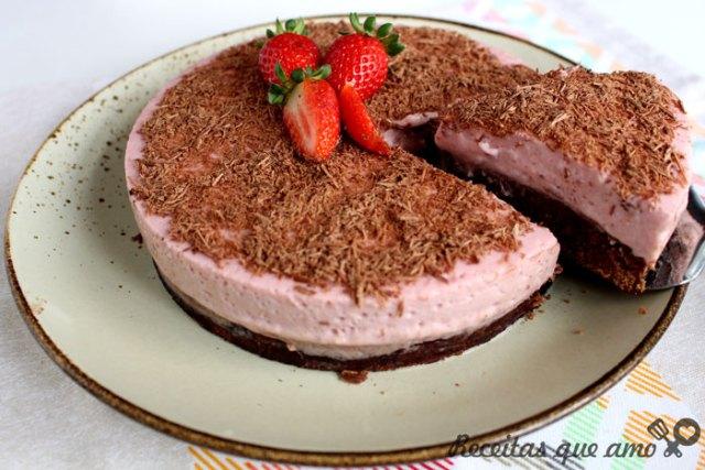 Torta brownie de morango e chocolate