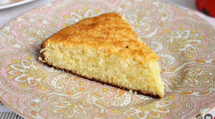 Bolo queijadinha com leite condensado