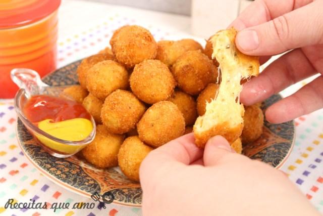 Bolinha de frango com queijo