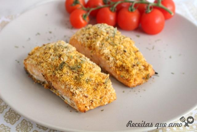 Peixe com crosta crocante temperada