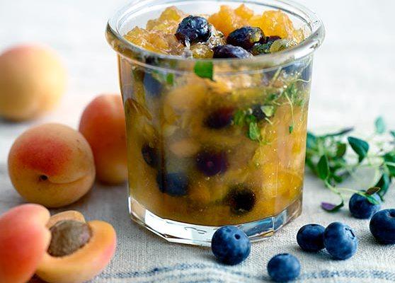 Aprikosmarmelad med blåbär & timjan