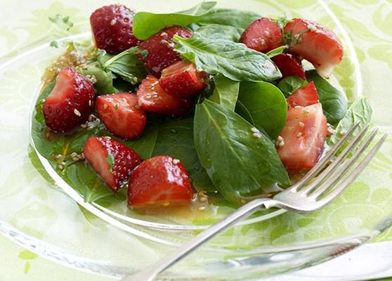 Spenat och jordgubbssallad