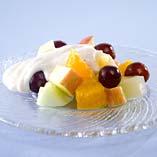 Fruktsallad med youghurtkräm