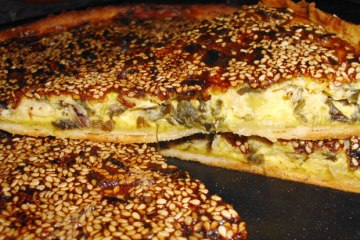 Tarta de Cebollas de Verdeo y Sésamo