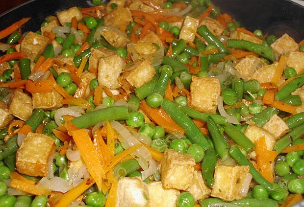 Tofu con Verduras Salteadas