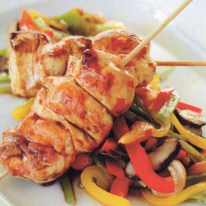 Brochetas de pollo teriyaki con wok de verduras  Receta