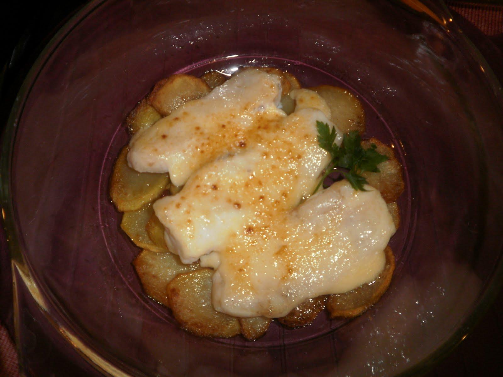 Merluza con patatas y mayonesa al horno  Receta fcil