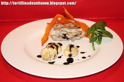 Milhojas de solomillo con pure de castañas, chips de calabaza y reducción de Módena - Recetas de cocina RECETASonline