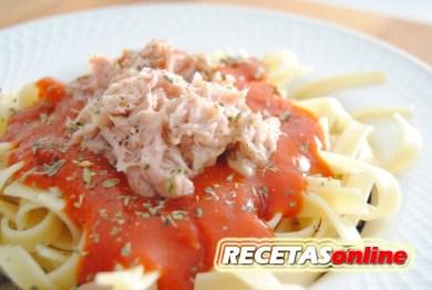 Tallarines con tomate y atún - Recetas de cocina RECETASonline