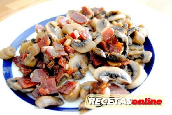 Salteado de champiñones con jamón - Recetas de cocina RECETASonline
