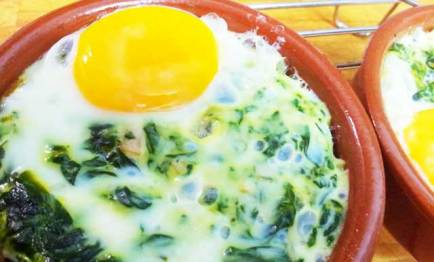 Huevos al plato a la florentina