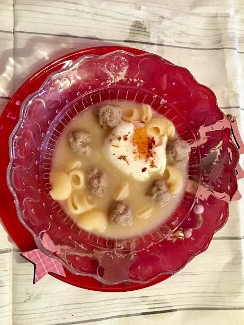 Sopa de albondiguillas y pasta de galets