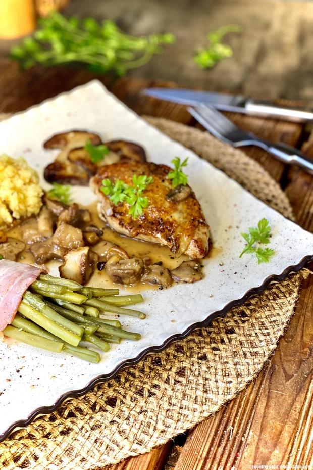 Filets de Pintade sauce aux champignons