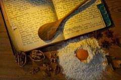 11153911-un-livre-de-cuisine-anciens-manuscrits-avec-des-recettes-vieilles-recettes