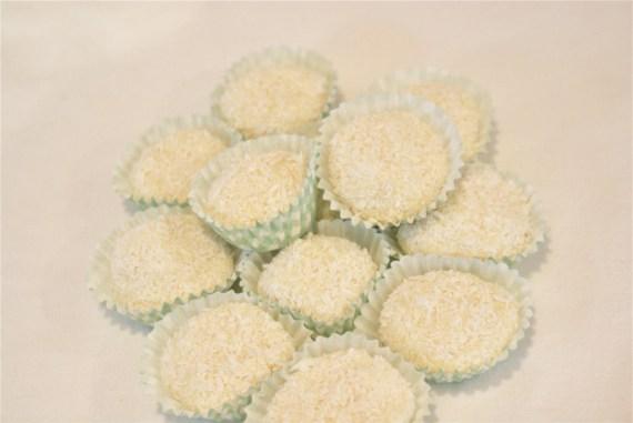 Truffes au chocolat blanc et cardamome - Recettes de Noël  © Balico & co