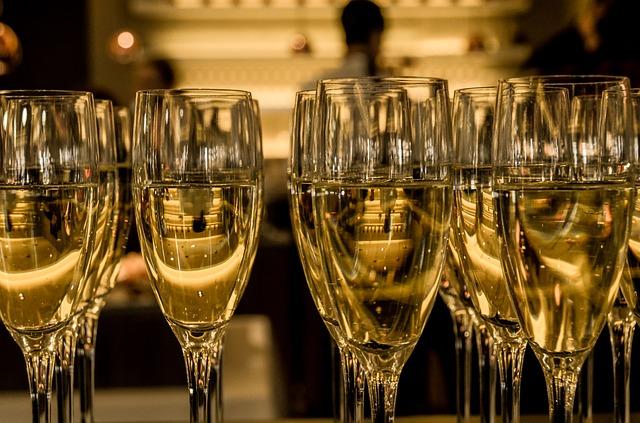 Las firmas de champagne deberán de recurrir a sus reservas por lo reducida de la producción de este año