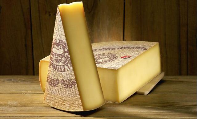L'Etivaz AOP, el queso suizo que se produce en verano