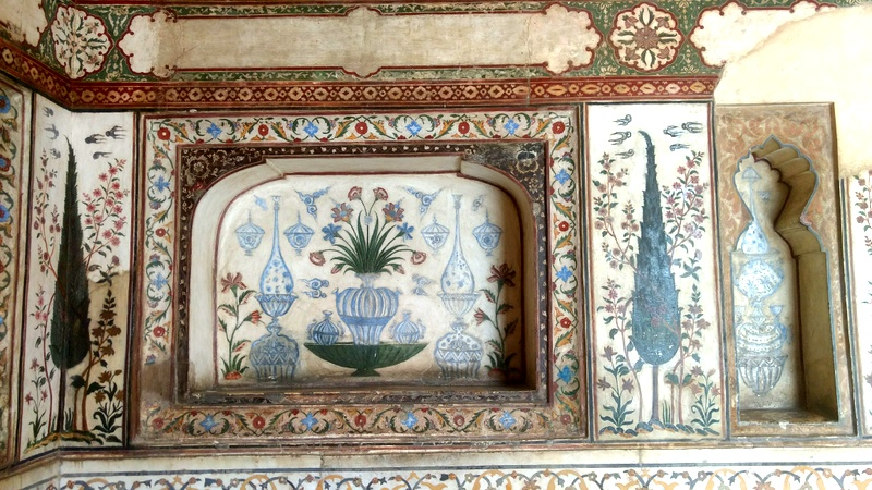 Pietra dura vases in the interior marble wall in Itimad-Ud-Daulah, along with geometric floral border