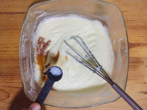 Mix in vanilla essence and salt.