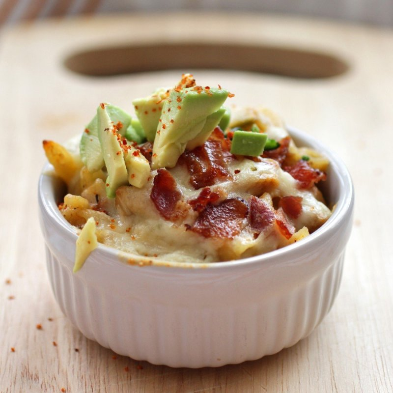 spicy mac and cheese with bacon, avocado, and chicken