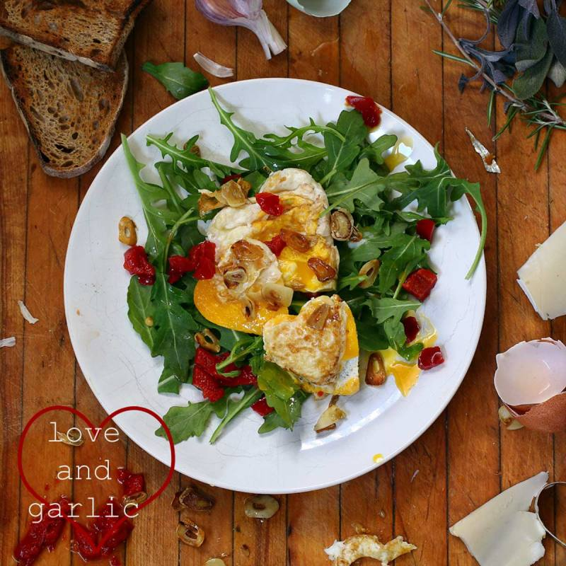 garlic eggs with arugula salad