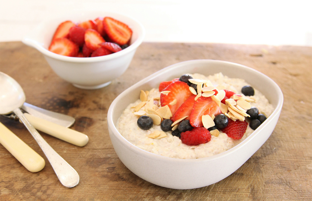 Summer Bircher Muesli With Berries Almonds And Yoghurt Recipehow Com