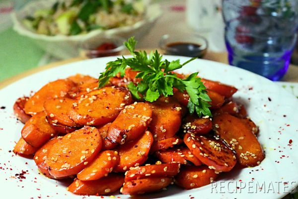 Sauteed Carrots with Soy Sauce and Sesame Seeds