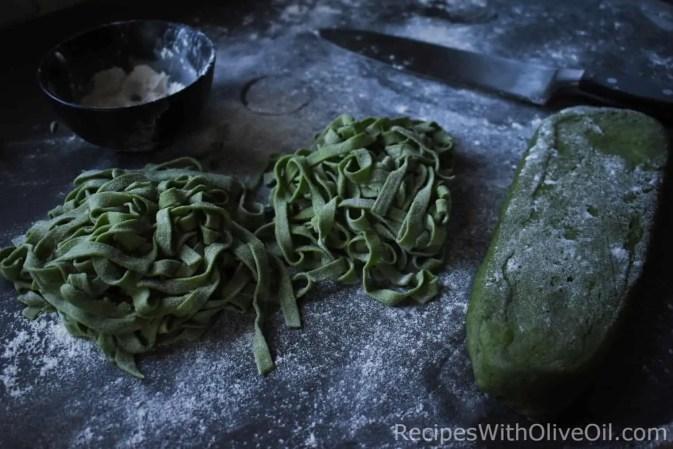 homemade spinach fettuccini pasta noodles dough