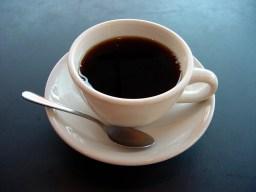 Tazza di caffè nero bollente