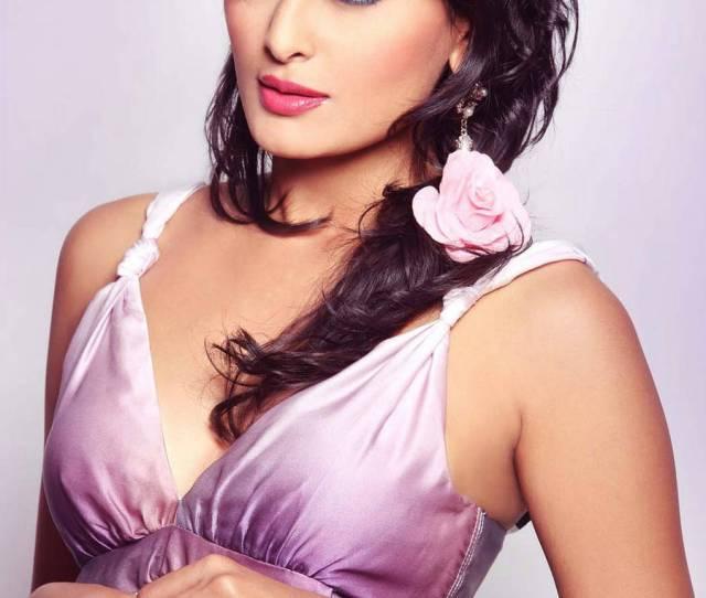 Hot Spicy Photos Of Nidhi Subbaiah Profile Details