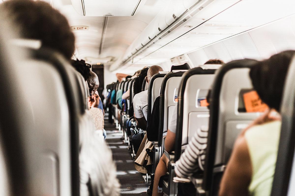 viajar sin niños en avión