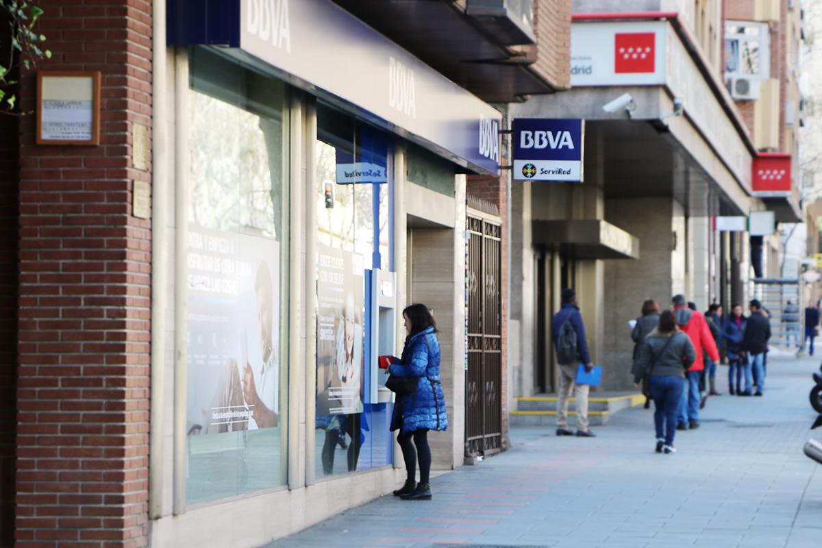 sucursal del bbva, banco que no aplica bien el mecanismo extrajudicial que hizo el gobierno para las cláusulas suelo. foto de reclamador.es
