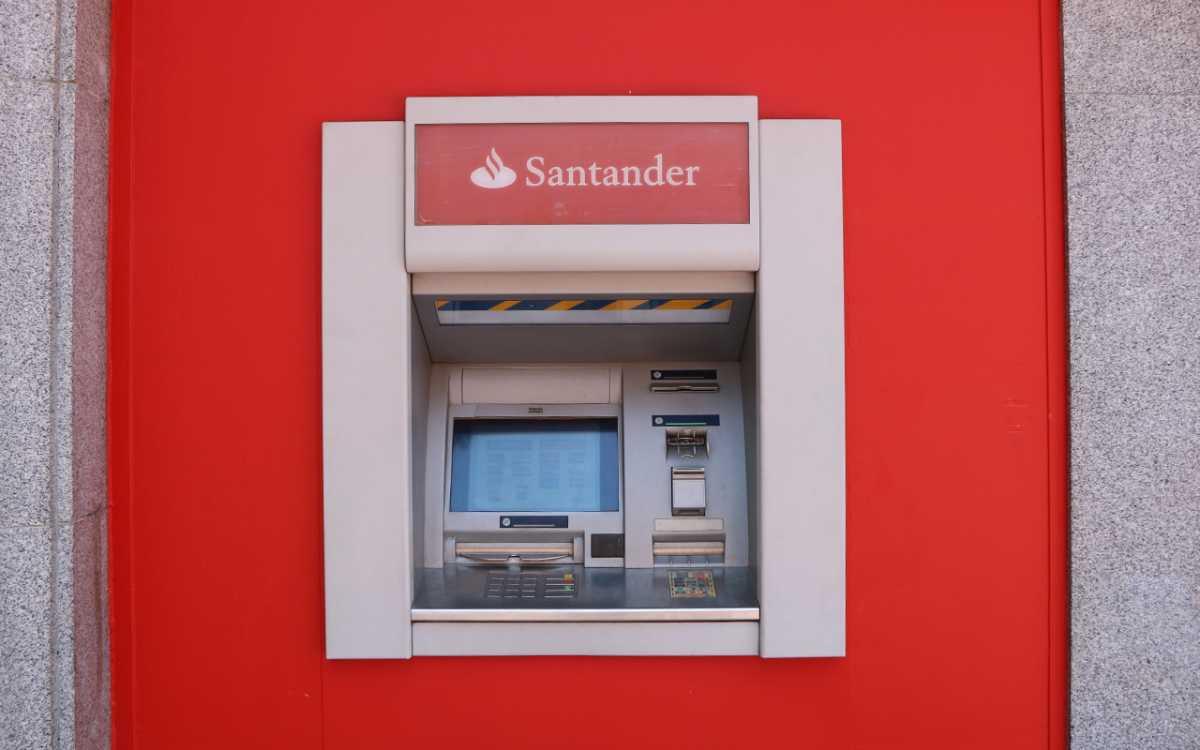 cajero del banco Santander, foto de reclamador.es, compañía de reclamaciones online