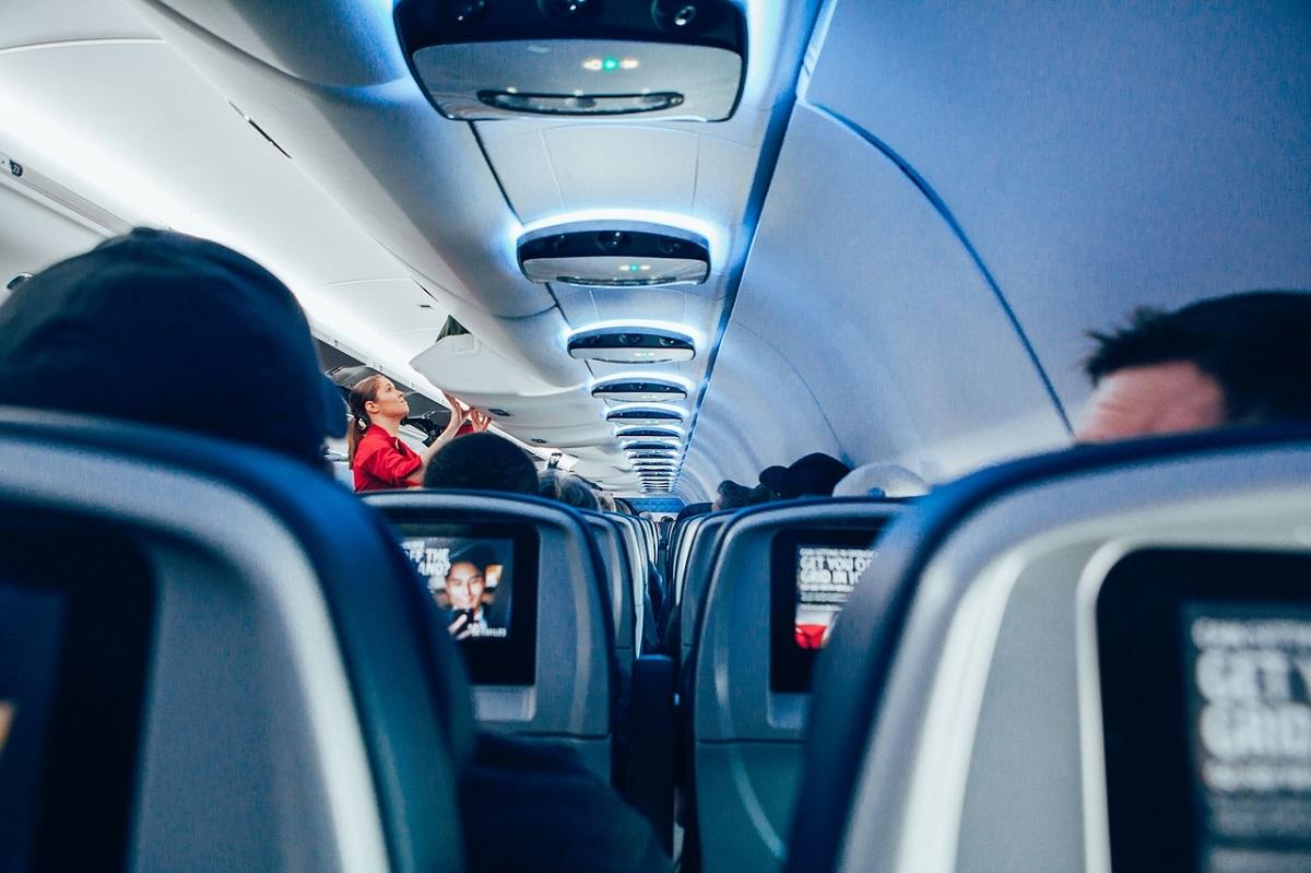 que hacer en un viaje largo en avion reclamador