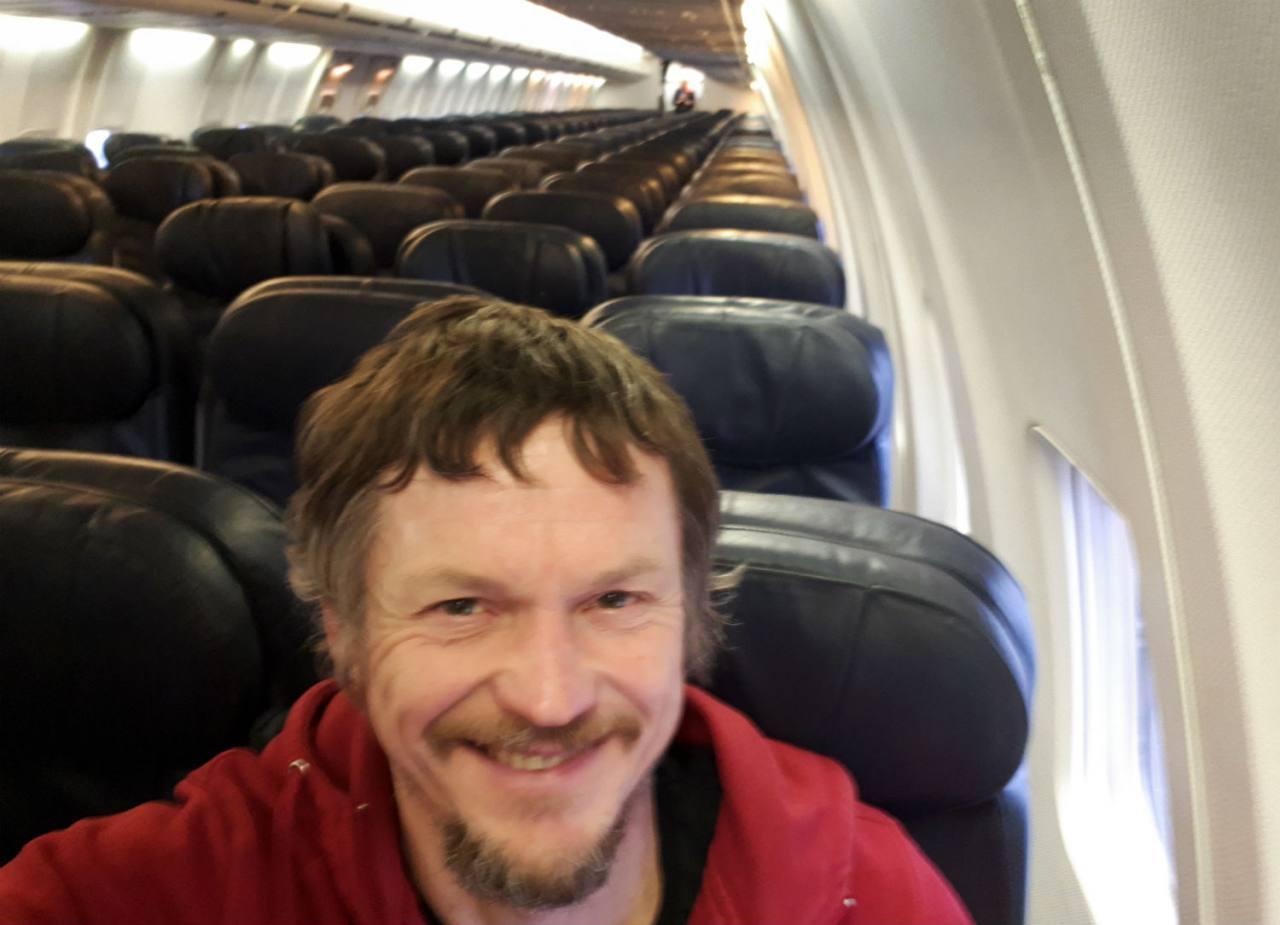 El único pasajero de todo el avión