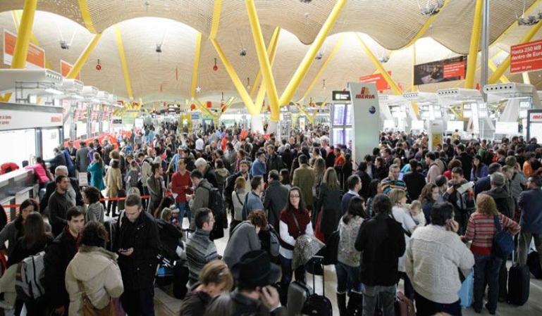 550 vuelos se cancelan por la huelga de controladores franceses