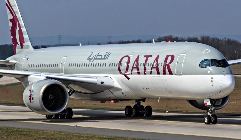 Pasajeros de Qatar Airways encerrados durante horas