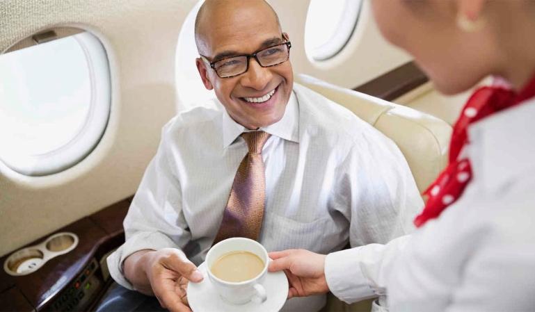 Indemnización por quemarte con el café en un vuelo