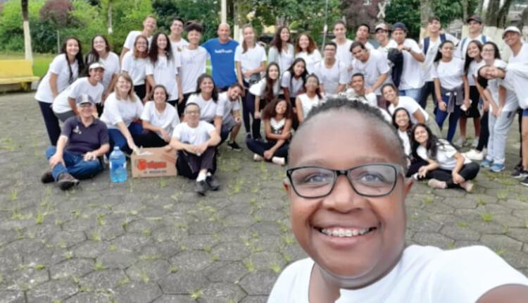 Marta com alunos da ONG Passos Mágicos (Foto: Arquivo pessoal)