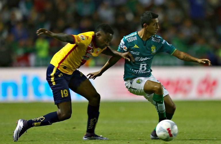Eisner Loboa y Elias Hernandez durante el partido León contra Monarcas