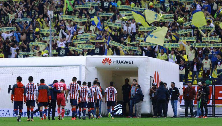 Chivas sale decepcionado del Azteca tras derrota contra América