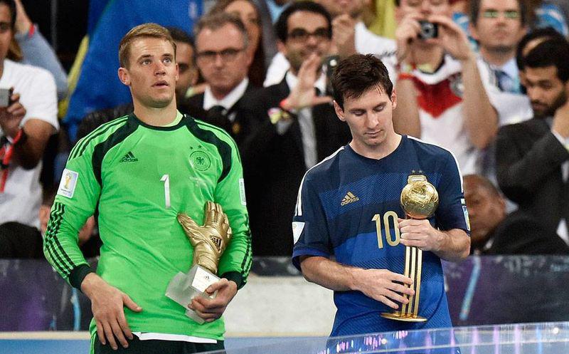 Messi, decepcionado tras recibir el premio al mejor jugador de Brasil 2014