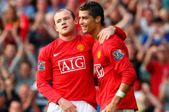 Rooney abraza a CR7 tras anotar con los Red Devils