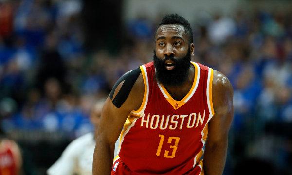 Harden en acción con los Rockets