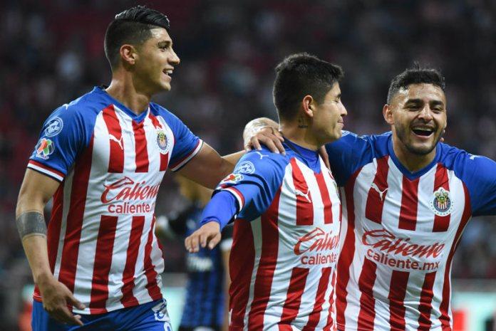 Luis Fernando Tena during a Chivas game