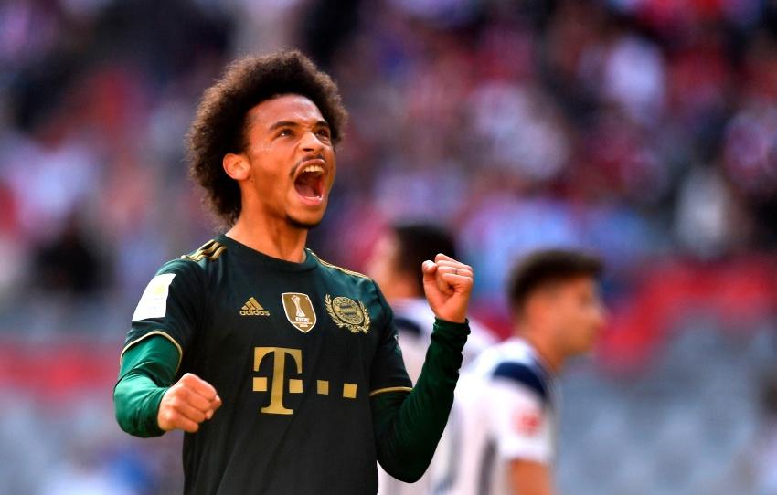 Sané festejando su gol de tiro libre en contra del Bochum
