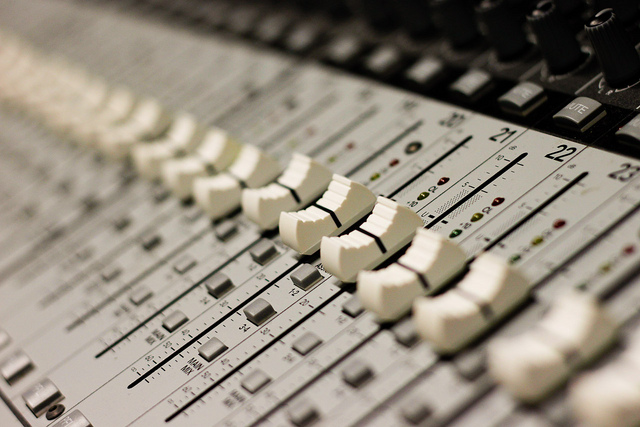 Should You Mix While You Record? - Recording Revolution