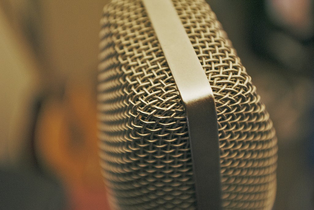 The Art Of Working The Microphone (Or How To Record Vocals Without Compression) - Recording Revolution